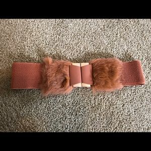 Accessories - Ladies belt with furry bow, size small