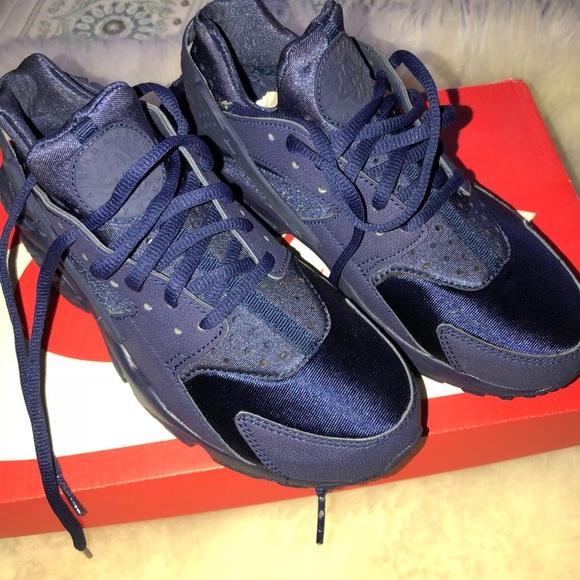 buy popular 3e532 f6c73 Nike Air Huaraches Women's Navy Blue