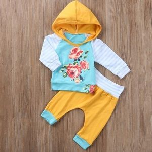 Other - Floral baby girl outfit