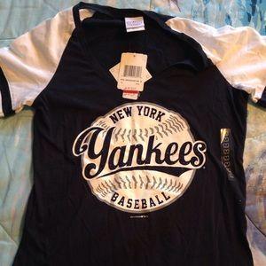 NWT😍 Rhinestone Women's NY Yankees Tshirt!