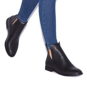 NWT ShoeDazzle Jazlynn Booties Size 10 in Black