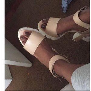 ZARA Nude Chunky Platform Heels 👡🌈