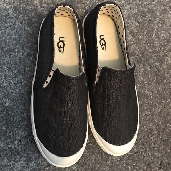 f44aa96acc6 Little Girls Uggs sneakers size 12