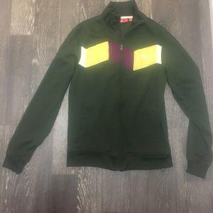 Cute size S puma jacket. LAST CHANCE 💫