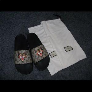 d232da6033d Gucci Shoes - Men s Gucci Angry Cat Canvas Supreme Slides 44