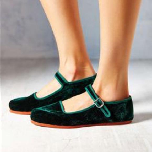🥑velvet green URBAN OUTFITTERS Mary Jane flats🥑