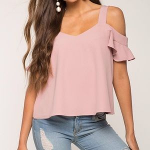🆕 NWT Mauve Cold Shoulder Top- Small