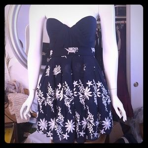Foley & Corinna navy dress embroidered s
