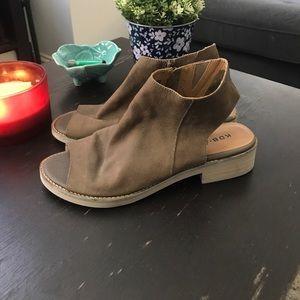 Urban Outfitters Shoes - Kelsi Dagger Brooklyn Flat Sandal