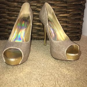 GOLD SPARKLY HEELS