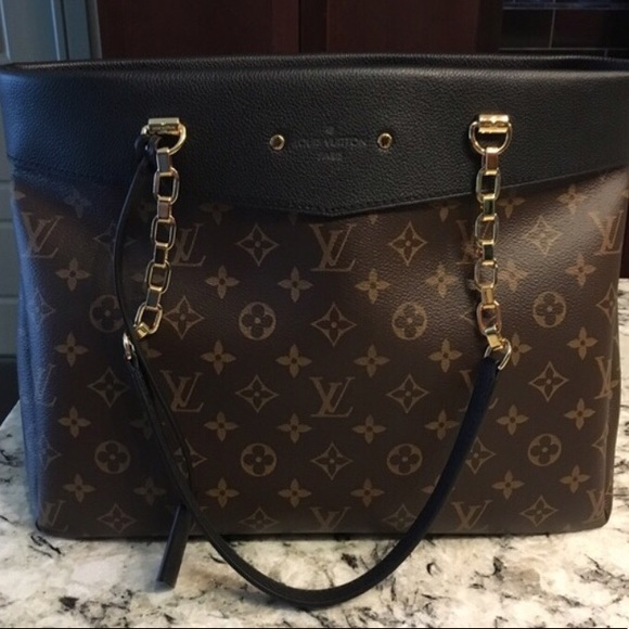 0bd6126cd1b5 Louis Vuitton Handbags - Louis Vuitton Pallas Shopper