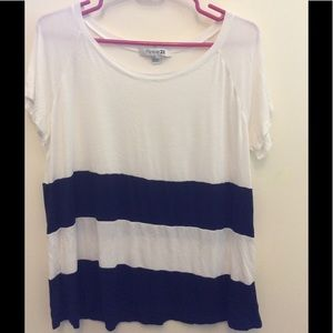 Simplistic Navy/white thick striped tee