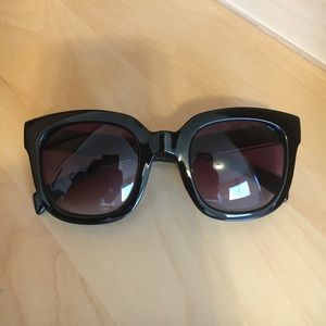 Thick frame oversized sunglasses