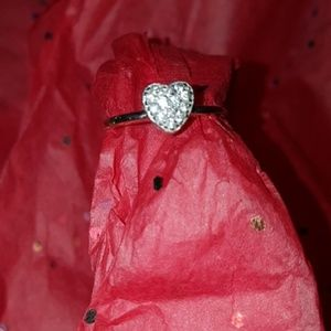Jewelry - Vintage diamond heart ring