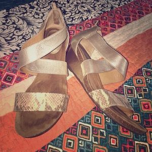 Sofft Size 8W wedge sandals
