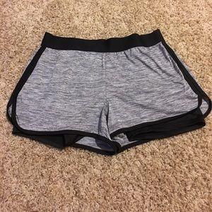 Women's Danskin shorts size medium (8/10)