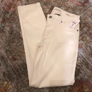 New cream DL1961 pants for your winter whites! ❄️
