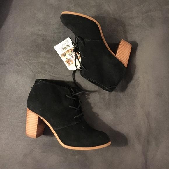 c3f8cb57c13 NWT NEW Toms Lunata Black Suede lace up Boots 7.5