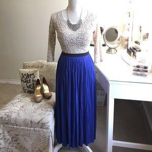 🎉HP 10/5🎉 Vibrant Cobalt Blue Pleated Skirt