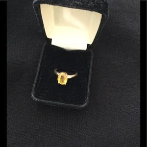Jewelry - Natural yellow sapphire 3.4cts in 14 k gold, 7.75