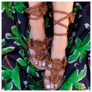 aef3626e412f30 Tory Burch Shoes - NWT Tory Burch Blossom Gladiator Sandals Tan