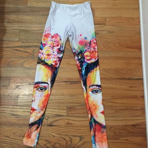 58fc592181 Society Frida Kahlo Athletic Yoga Legging. M_59d3b1e98f0fc42e1503f2f9