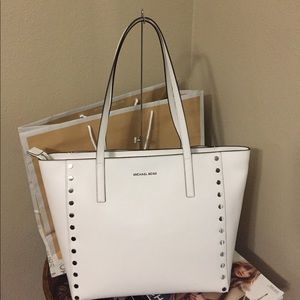 Brand New with tags Michael Kors Large Tote