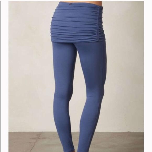 97f8a3d279 Prana Yoga pants with skirt. M_59d3b8ce56b2d63ac4040e83