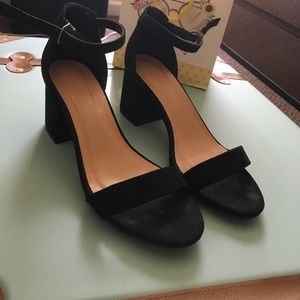 Shoes - Block heeled sandals