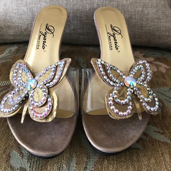 Dezario scarpe   Sandalo Butterfly Lucite Wedge Sandalo    Poshmark dc35a3