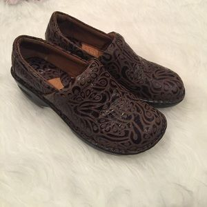 Born brown swirl paisley leather slip on clog shoe