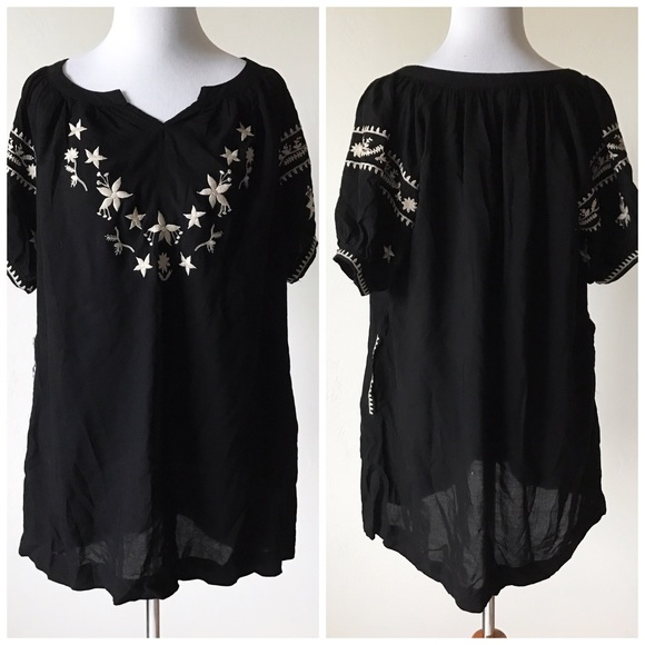 d427806dd35 NWT Francesca s Embroidered Tunic