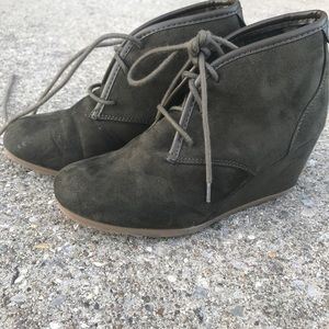 Shoes - Size 6 lace up booties