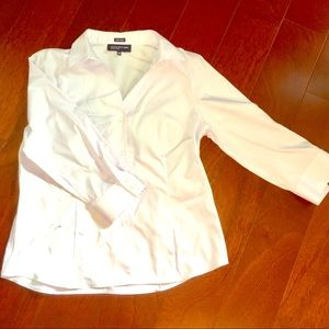 White no-iron blouse with 3/4 sleeves
