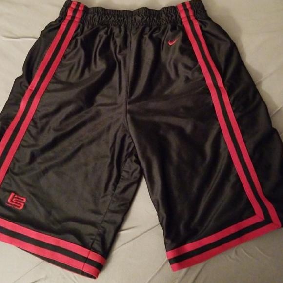 da40579113bf Nike LeBron James basketball shorts. M 59d43b0c291a3553ef0662e7