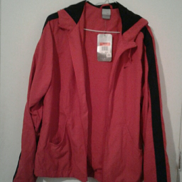 Great womens large Nike jacket red and black. NWT 2d0d8bd01