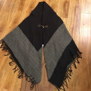 NWOT.  Ann taylor poncho with toggle closure