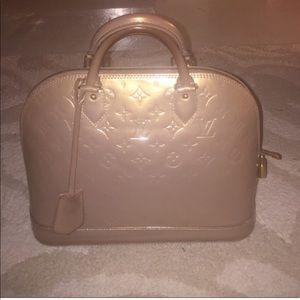 ... Mirada Bag 100 percent authentic Gucci rhinestone sunglasses authentic Louis  Vuitton Alma PM beige Poudre ... 50f60144b9