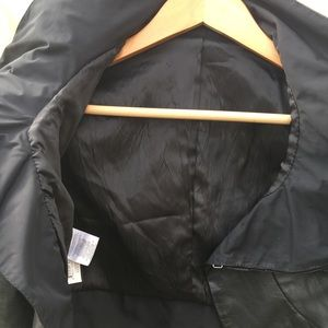 Jackets & Coats - Cropped real leather moto jacket w/ zipper collar