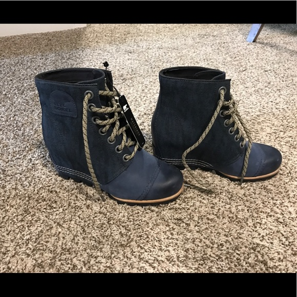 9ad8ca0445c Sorel PDX Leather canvas Wedge Booties Size 7. M 59d47fd8bcd4a7ccd8078a49
