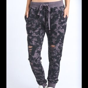 Camo Print distressed joggers