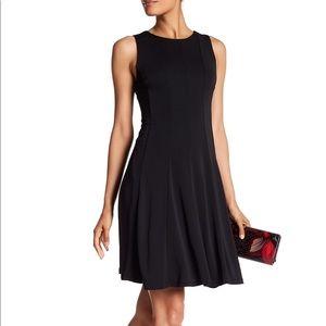 Sleeveless Black Crew Neck Pleated Dress