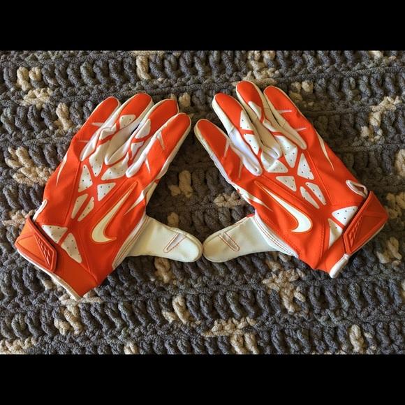 Nike Clemson Tiger Football Gloves. M 59d4dfc02599fe60a50805f6 8b8733474633