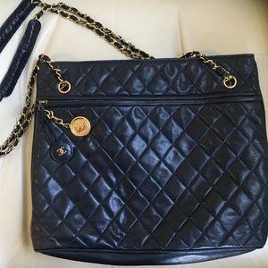 bcb42405944071 CHANEL Bags - Vintage (1986-1988) CHANEL handbag: Navy