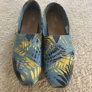 Toms tropical size 10 - Blue Black and Yellow
