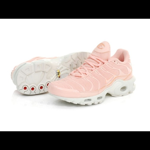 52470b20706cb ... tn women's shoes new rare. NWT. Nike. M_59d52b9478b31c4e10093d2e.  M_59d52b886a583081b70933fa. M_59d52b8bfbf6f9a553091280.  M_59d52b8e4127d007ae092803