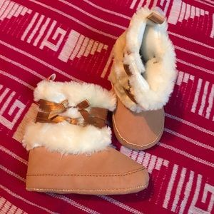 Other - Soft-sole faux-fur baby booties