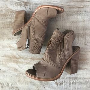 35c313f87a Vince Camuto Shoes - Vince Camuto Karinta Block Heel Bootie {Fr Taupe}6