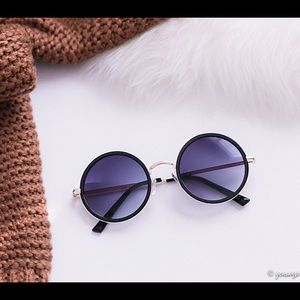 Accessories - Retro Black gradient round sunglasses