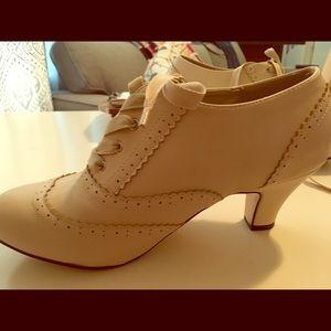 'Dance It Up!' Modcloth Heel in cream.
